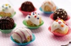 glassa di zucchero bianca o colorata,glassa di zucchero,glassa bianca,decorare la torta con la glassa,come decorare dei dolcetti con la glassa,
