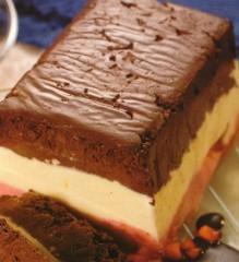 semifreddo alla panna,semifreddo,panna,fragole,gelato,cioccolato,