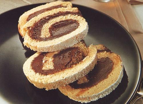 rotolo farcito al cacao,rotolo farcito,ricetta base per rotoli dolci,pasta biscuit,rotolo dolce,ricette dolci,