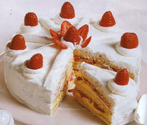 torta farcita di crema e fragole.jpg
