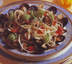 linguine allo scoglio,linquine,pasta,cozze,vongole,pomodori,primi piatti,ricette,