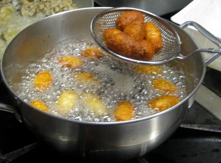 castagnole alle noci,castagnole,noci,castagnole di carnevale,ricette di carnevale,dolci di carnevale,