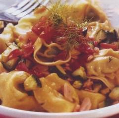 ravioli di magro con sugo al salmone,ravioli,rovioli di magro,ravioli al sugo di salmonone,salmone,ricette di pesce,pesce,ricette di cucina,