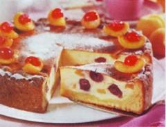 Cheesecake con albicocche e ciliegie.jpg