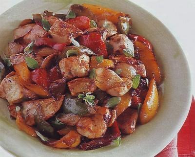 spezzatino di pollo,spezzatino,spezzatino di carne,pollo,ricette di carne,secondo di carne,peperoni,scalogni,ricette di cucina,