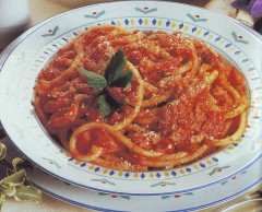Bucatini all'amatriciana 1.jpg