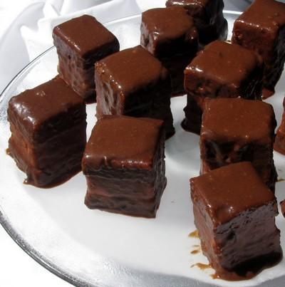 glassa al fondente,fondant,decorare una torta,glassa,glassa per dolci,glassa al cioccolato,glassa al cioccolato fondente,