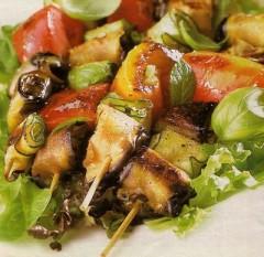 spiedini di involtini alle verdure,spiedini di verdure grigliate,grigliata di verdure,verdure,melanzane,peperone,