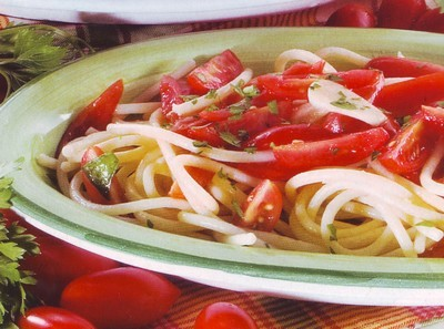 spaghetti e pomodoro crudo,pomodori,spaghetti,prezzemolo,