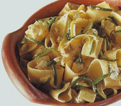 pappardelle con zucchine e uova,pappardelle,pasta,ricette di cucina,ricette primi piatti,uova,zucchine,