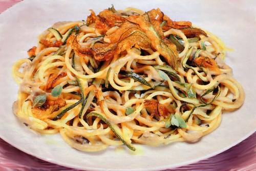 spaghetti con carciofi e fiori di zucca.jpg