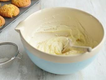 come utilizzare la glassa di zucchero per decorare le torte,glassa,glassa di zucchero,glassa di zucchero semplice,ghiaccia,decorare le torte con la glassa,come decorare le torte,