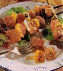 spiedini grigliati di carne mista